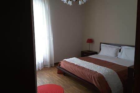 Double room, kitchen and balcony - Barolo - Bed & Breakfast