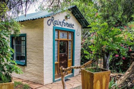 Rain Forest Boutique Camp - Krugersdorp - Rumah Tamu