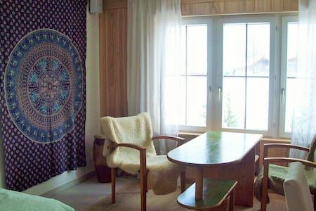 Gästezimmer nahe der Stadt - Haus