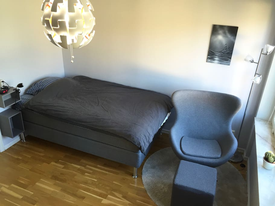 140cm bed with reading corner