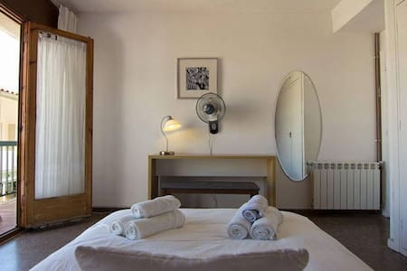 3.1 Quiet double room with balcony - Sitges - Appartamento