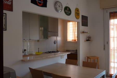 Tranquillo e spazioso appartamento - Wohnung