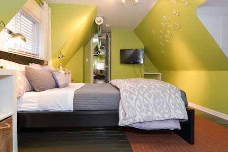 Paseo two room suite @ 1016 Mansion - Kansas City