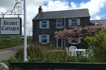 Beaver Cottages - Main Cottage, close to Tintagel - Tregatta - House