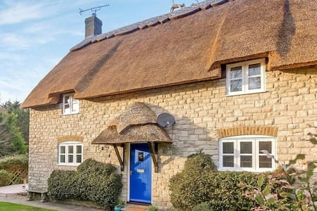 Gorgeous 4 Bedroom Thatched Cottage Near Beach - Osmington - Huis