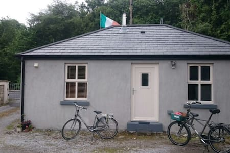 The Tailor Shop charming cottage - Ballinamore