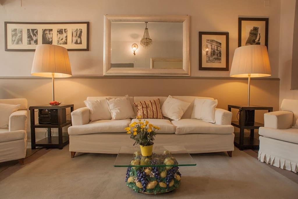 soggiorno con divano letto living room - sofa bed  Stanza /Room 2