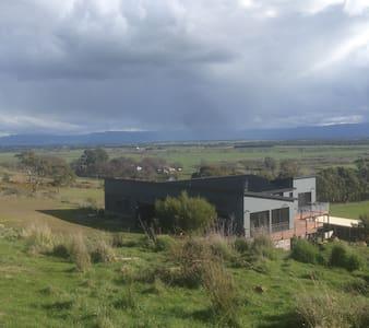 farm stay 15 minutes drive to launceston - Longford