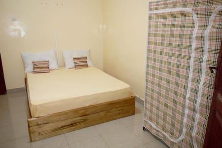 Chambre individuelle meublée - Dakar - Huoneisto