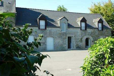 Longère bretonne au calme - Neulliac - House