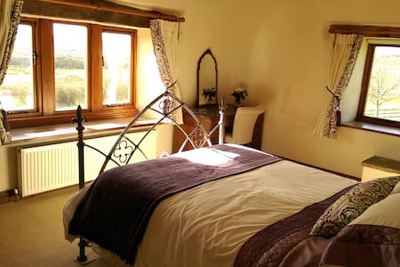 Cosy Barn,No Other Guests,3 Bedrooms + Own Lounge - Bingley - House