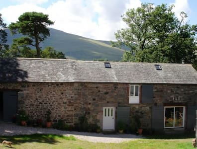 LITTLE BAY BARN, Hesket Newmarket, Nr Caldbeck, Keswick - House