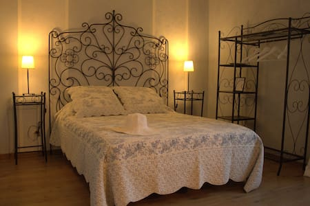 "Chambre double ""L'Aigronne"" - Guesthouse"