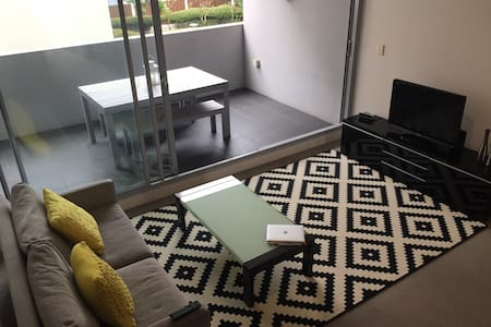 Modern 1 bed apartment with balcony - Apartamento