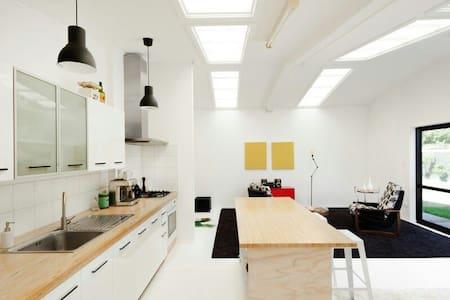 Modern, bright 1 bedroom studio - Otros