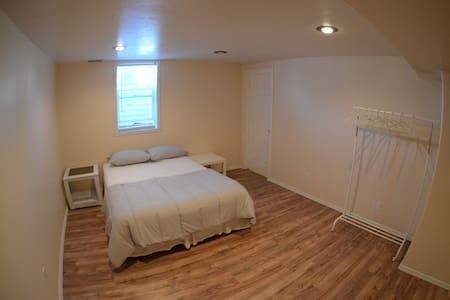 Full basement apt. kitchen, laundry, close skiing - Ganze Etage