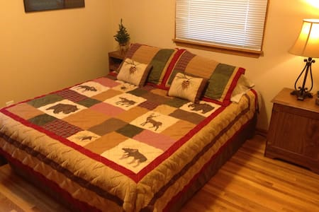 Comfortable Queen Size Bed - Minneapolis