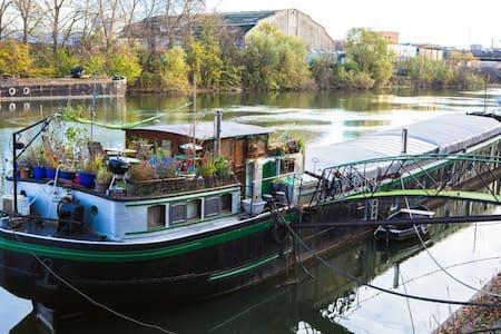 """Charmante péniche """"loft artiste"""" à 15 mn de Paris - Villeneuve-la-Garenne"""