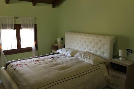 Stanza matrimoniale con bagno - Apartment
