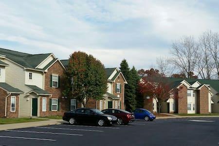 Rochester Hills MI Apartment - Lakás