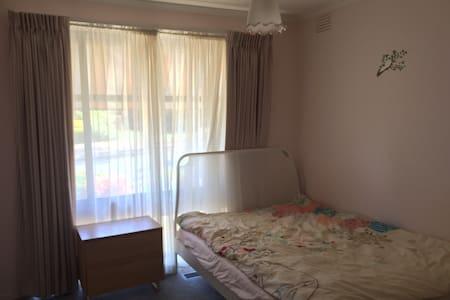 Pink cozy room - Vermont South - Ev