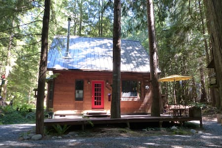 Freshly Updated Cute and Clean Cabin - Deming