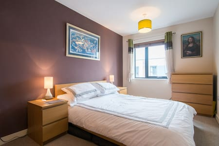Double room in modern home close to Media City - House