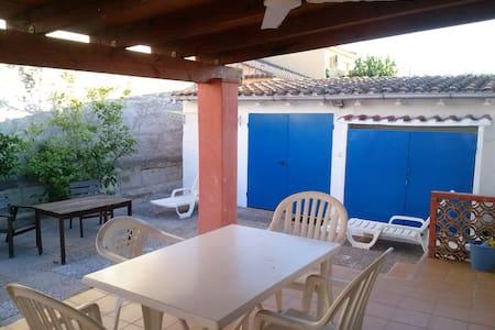 sympatica casa de pueblo con patio y barbacoa - Deltebre - Casa