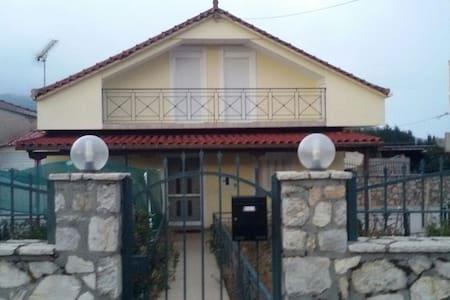 Family, warm house with attic - Tripoli - Hus