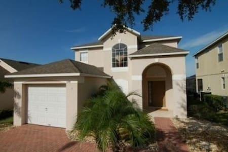 Perfect for families + private pool & games room - Haines City - House