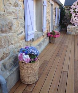 Maison typique en pierres - Crozon - Haus