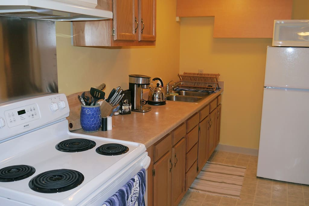 The well-equipped kitchen allows for a full range of meal prep.