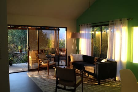 Romantic getaway Ojai cottage, spectacular views - Ojai - Casa