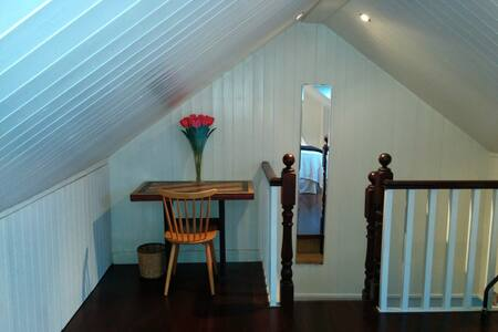Attic room in beautiful home - Dublin - House