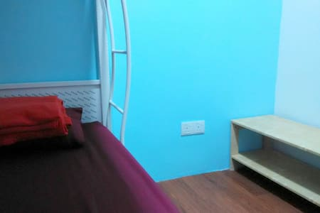 Moon Eleven Hostel (Basic Single ) ~ KLIA&KLIA2 - Inny