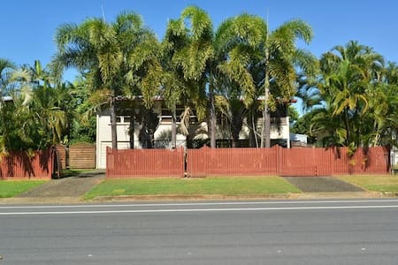 Tropical Home - 5 mins drive from CBD - House