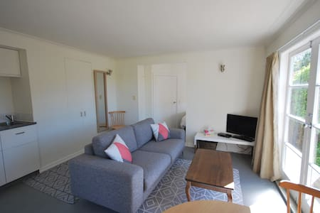 Sunny Studio near the city, welcome to Nelson! - Nelson