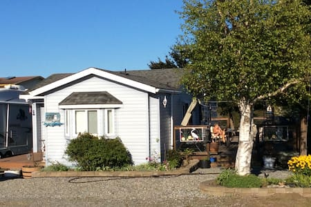 Attractive sea view cottage - Point Roberts