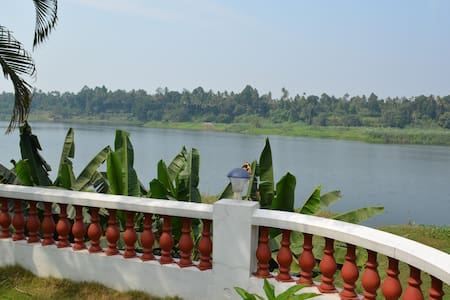 Periyar Homestay | RiverView - A/C | Cochin Aiport - Chelamattom part - Chalet