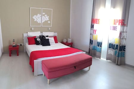 Isabel Rooms in apartment red - Talo