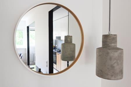 MIDCENTURY MODERN APARTMENT - Appartement
