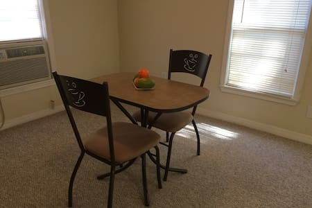 Unique and clean apartment minutes from OSU - Stillwater - Appartamento