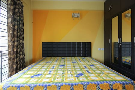 3 BHK FULLY FURNISHED AIR CONDITIONED APARTMENT - Kalkutta - Wohnung