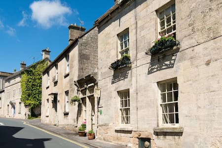 C18th charm in heart of Painswick - Painswick
