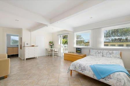 Poolside self contained apartment in leafy St Ives - Saint Ives - Wohnung