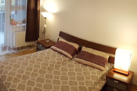 Room in a shared flat/great location/with balcony - Berlin - Apartment
