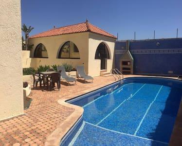 Superbe villa piscine face à la mer Dar Bouazza - Vila