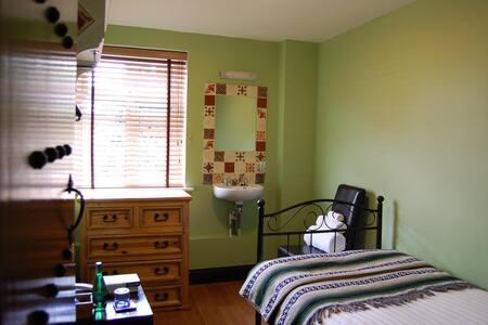 Luxury Single Room - Townhouse