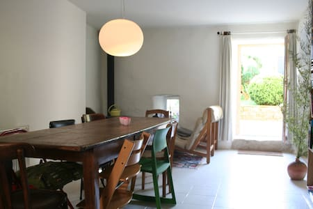 House with garden in charming village in Auvergne - Rumah