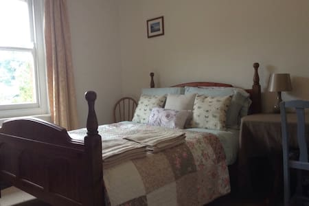 Peaceful room in Island town - Newport - Rumah